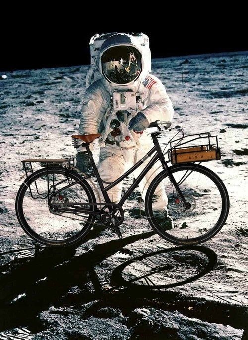astronaut-on-the-moon-with-bike